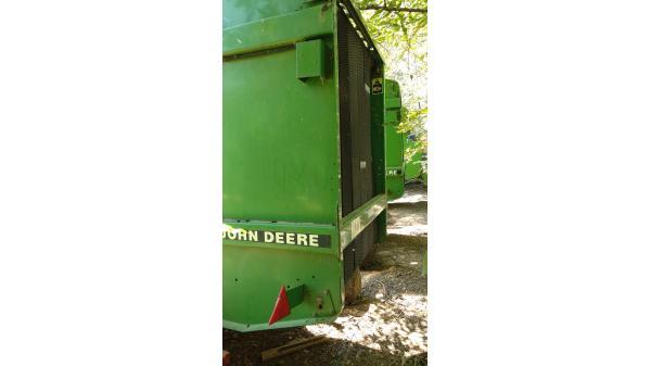 Рулонный пресс-подборщик John Deere 550 (Джон Дир 550)