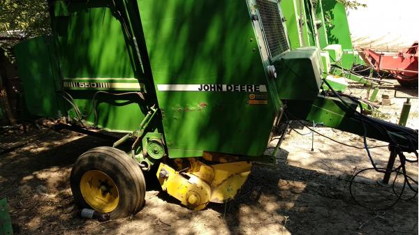 Рулонный пресс-подборщик Jonh Deere 550 (Джон Дир 550) с рюкзачком (сетка)